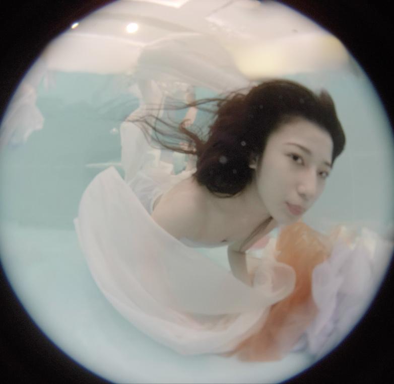 """女性がプロデュースするVRグラビア『EXHI""""BIJO""""N -エキシ美女ン- 』"""
