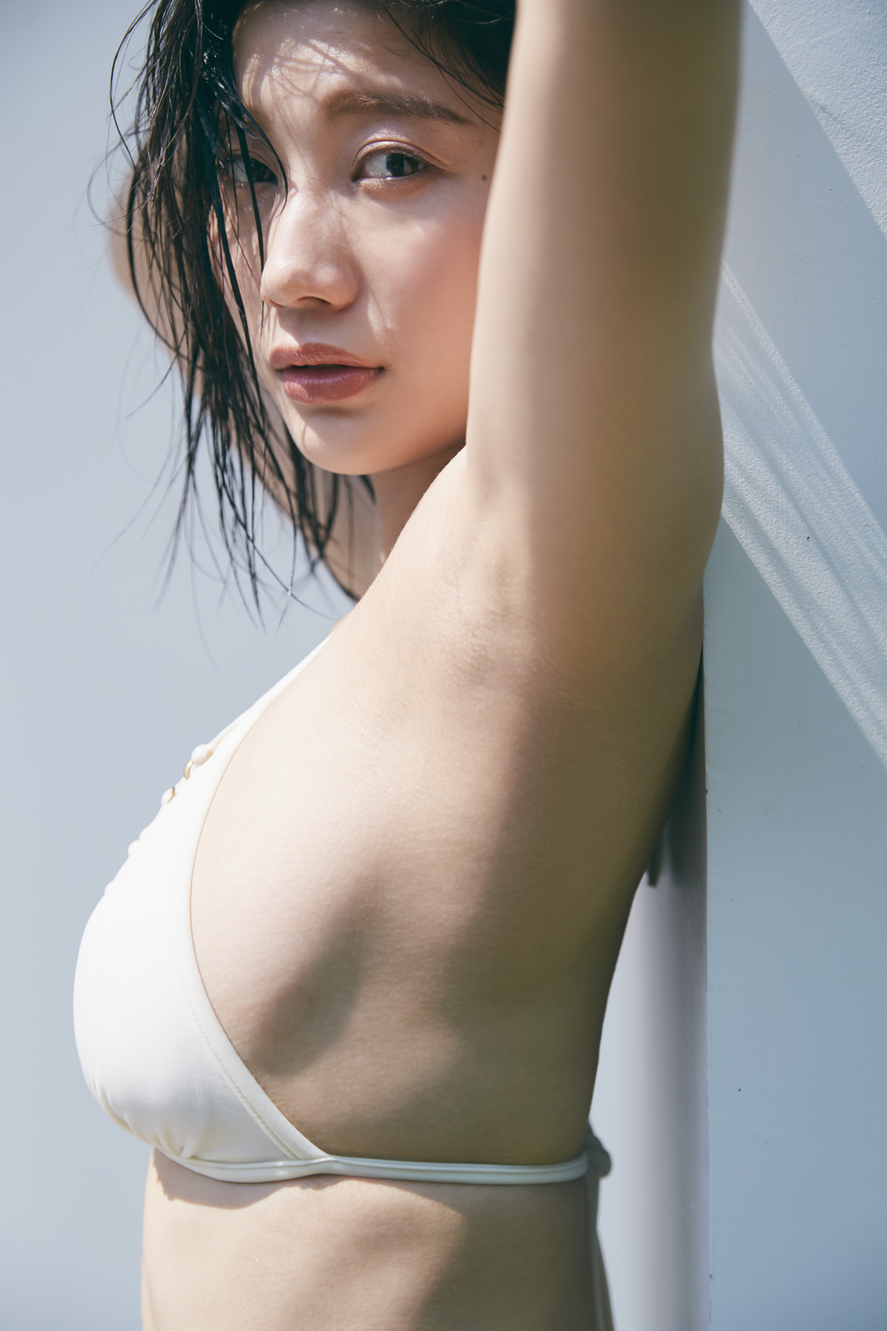小倉優香 /初のデジタル写真集『ぐらぐら』三瓶康友/講談社with