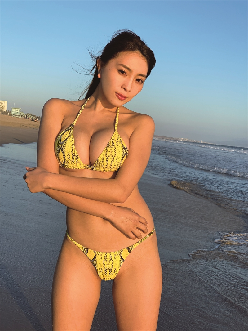 森咲智美、2nd写真集「812/15934」