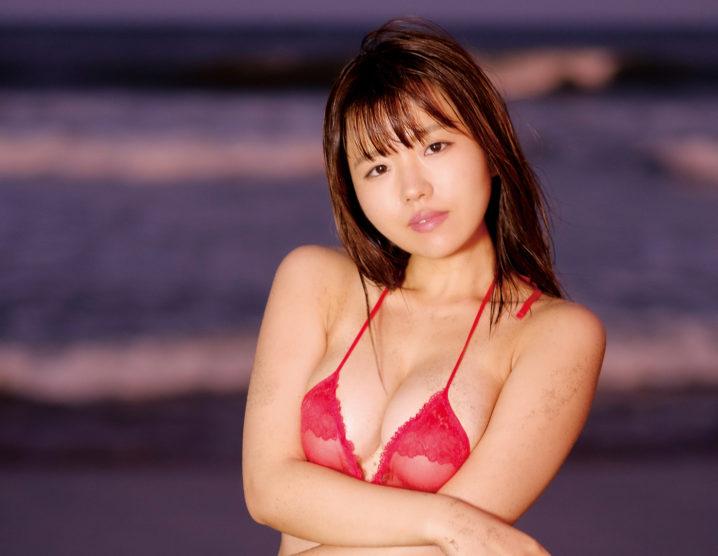 桜田なな/最新作「愛をもっとください」赤い水着
